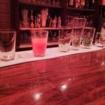 ジーエス バー - オーダーを受けると、グラスを並べて作ってくれるんですね