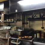 キッチン岡田 - マスターが1人で戦う厨房