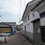 田おか - お店の前の通り