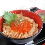 夷知床 - 鮭親子丼 いくらと鮭ほぐし身を贅沢に乗せてあります。