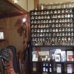 宇UDDA陀  - 店内にあるスパイスの小瓶