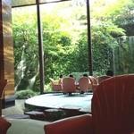 27475751 - ロイヤルホテルといえばこの庭園