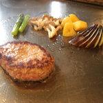 サムズキッチン - 鉄板で焼き上げる本格派のハンバーグステーキ