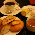 カフェ ジャンシアーヌ - コーヒー500円+モーニング100円 スープ、パン、バナナ、ゆで卵