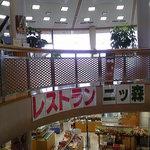 レストラン二ッ森 - 吹き抜けの階段を上ると