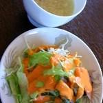 27481978 - セットの、サラダとスープ