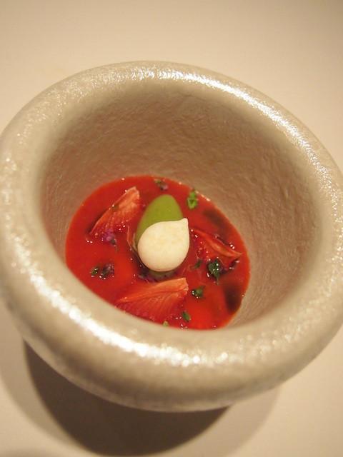 TIRPSE - デザート 苺のスープ ホワイトチョコレートと紫蘇のアイスを添えて