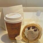 アンドゥ - 料理写真:ワッフル ¥200 コーヒー ¥200