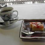 料亭 宇喜世 - 食後のデザート、カップは選べます