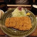 紅 - 紅豚ロースかつ大(税込1780円)。