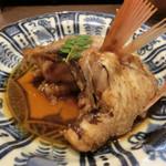 う越貞 - 【煮物】       輪島ののどぐろ。やはり振り塩して4日くらいねかせてある。       のどぐろのふわふわした食感に、旨みのダブルパンチで卒倒もの。       煮汁をつけるとうまさが倍増。