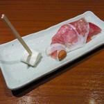ボラボラ - アプリコットを練り込んだクリームチーズと生ハム