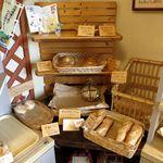 27490593 - 店内のハード系のパン