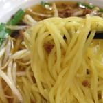 芳園 - 台湾ラーメンの麺アップ