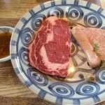 ブラス - ☆ A ランチ¥1400 … 牛肉 (外国産)と ソーセージ  2014年5月