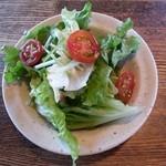 ブラス - ☆ランチに付いていたサラダ …ドレッシングは ちょっと和風な感じ だったかな?