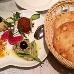 27493812 - 前菜:ディップ4種とピタパン