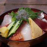 漁師のどんぶり屋 - 今日の「おすすめ海鮮丼」のトップは生しらす