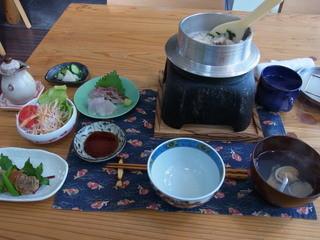 明かり - 鯛の釜飯(1300円)と刺し身(400円追加)