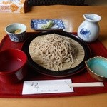 27498557 - 密度の高い蕎麦と絶妙なつけ汁の組み合わせ。