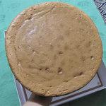 バターケーキ 合歓 - 直径20センチほどです。ナンと言っても商品がコレだけってのが珍しい。