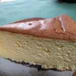 バターケーキ 合歓 - 食べてみると、バター風味?ミルク風味?のカステラです。