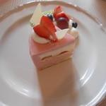 ローズガーデン えの木てい - ケーキ(苺のムース)