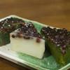 京阪宇治駅前 駿河屋 - 料理写真:手前から、抹茶、白、よもぎういろ