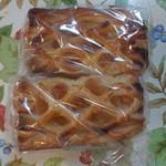 あけぼのパン直売所 - 2014/4/24 アップルパイ2個で140円