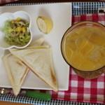 神戸サンドウィッチ工房 - 神戸サンドウィッチ工房ホットサンドセット   オレンジジュース