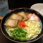 ちゅらかーぎ - 三枚肉そば ¥700(税込)
