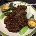 台湾家庭料理 福味香 - 「台湾鹵肉飯(780円)」。ルーローファンと発音してたのでスタッフはやはり中国人ですかね。豚肉の細切れを煮込み白飯にぶっかけたもの。独特な味付けでどう説明して良いか分かりませんが、ウマイっす!