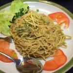 台湾家庭料理 福味香 - 「台湾風まぜ麺(700円)」。この店流の拌麺で、胡麻風味をメインに酸っぱ辛く味付けされています。麺は冷やされて、噛み切れないほどのムッチリ硬度に。マイルドな冷やし坦々麺といった感でしょうか。なかなかイケる♪