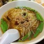 台湾家庭料理 福味香 - 台湾ラーメンはアッサリ醤油ベースに、挽肉、ニラ、唐辛子が加わり、スッキリな中に適度な辛味と酸味が。非常に食べやすい品♪