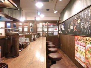 太陽のトマト麺 水道橋店 - <'14/05/21撮影>店内のカウンター席の風景です
