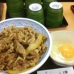 吉野家 - アタマの大盛つゆだく卵。