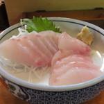 魚豊寿し - 今日のお魚の中からスズキを刺身で 600円