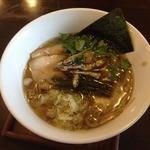 麺ゃ しき - しき麺(700円)煮干しトッピングで進化している!