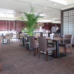 ブロッソ - レストランはホテルの一番上のフロアを贅沢に使った造りになってます。