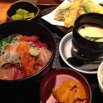 27512729 - 海鮮丼は新鮮です!