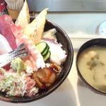 27512836 - 海鮮丼\600