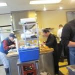 亀正くるくる寿司 - キッチン、大忙し