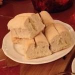27514600 - 白パン、アヒージョとともに