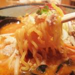白樺山荘 - 中太ちぢれ麺。