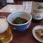 くまはら川 - キリンビール中瓶[500円]/お通し/小松菜のおひたし[420円]