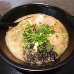 27518253 - とんこつ醤油(700円)&煮玉子(100円)