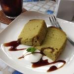 Midsummer Cafe 夏至茶屋 - 抹茶のシフォンケーキ@Midsummer Cafe 夏至茶屋 抹茶の香りにつつまれたふんわり軽いシフォンケーキ。黒蜜と生クリームの相性は抜群!