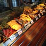 丸亀製麺 - 美味そうな天ぷらが並びます