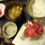 27529338 - ごめんなさいm(__)m少しピンボケでした菜々ちやんお奨めのマグロの定食です。(‐^▽^‐)筋肉つけなきゃ~^^