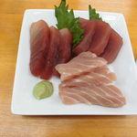 魚介 - マグロ三種盛590円(税別)
